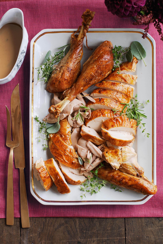 16 thanksgiving turkey recipes easy roast turkey ideas. Black Bedroom Furniture Sets. Home Design Ideas