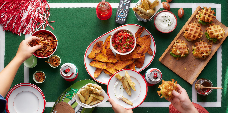 40 super bowl snack recipes football party food ideas. Black Bedroom Furniture Sets. Home Design Ideas