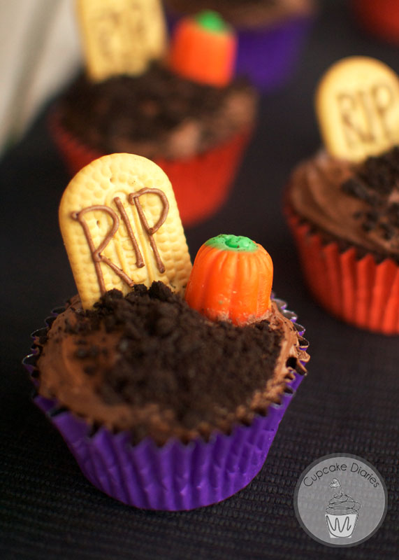 35 halloween cupcake ideas recipes for cute and scary halloween desserts - Scary Halloween Cake Recipes