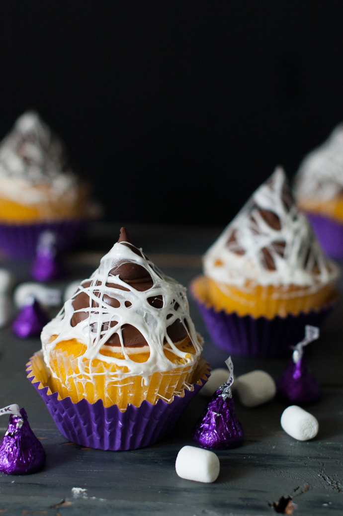 35 halloween cupcake ideas recipes for cute and scary halloween desserts - Scary Halloween Dessert