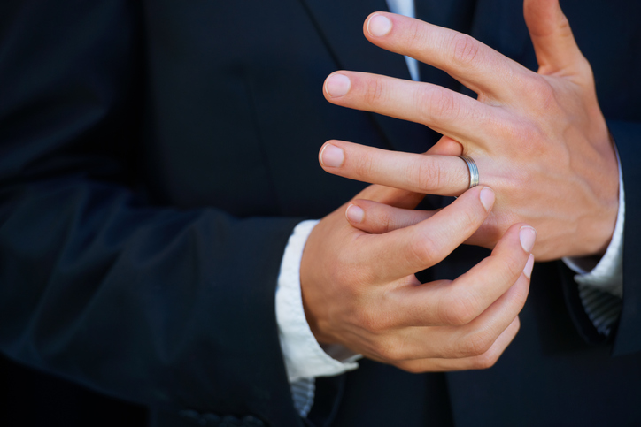 the pair lost the band while honeymooning in hawaii - Lost Wedding Ring