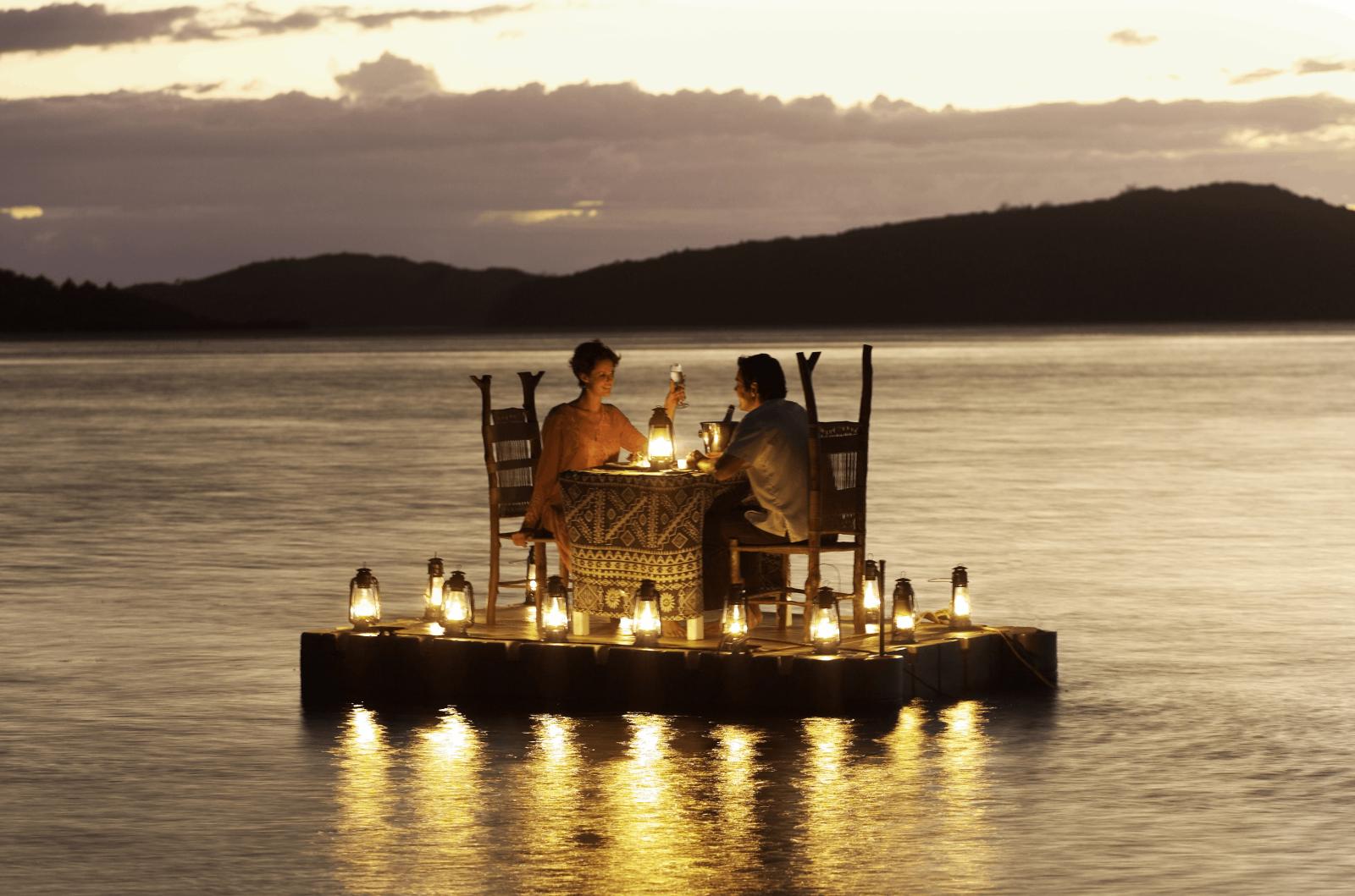 15 Romantic Dinner Ideas for Two - Make Easy Romantic Dinner ...