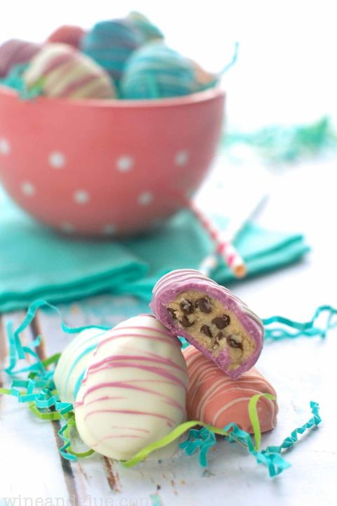These truffles look gorgeous on the outside and taste delicious on the inside thanks to the homemade cookie dough filling. Get the recipe at Wine and Glue.