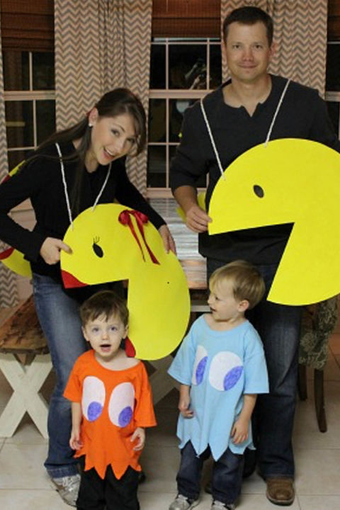 Family theme costumes are a huge hit during the Halloween season. There are so many great group themes to pick from. You have movies, television, bands, superheroes, movie stars and children's themes such as, Nickelodeon and Disney.