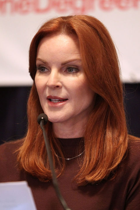 Hairstyles Over 50 blonde wavy hairstyle Marcia Cross Simple Style