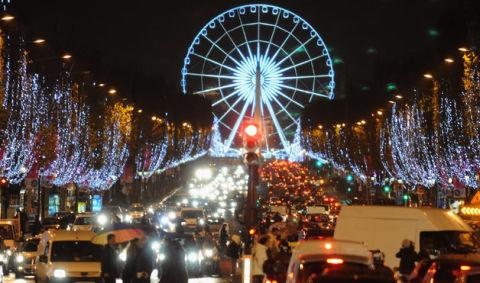 Holiday Light Displays At 10 World Landmarks At Womansday