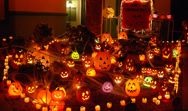 advertisement continue reading below - Houses Decorated For Halloween