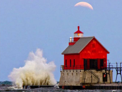 Blood moon pictures beautiful photos of the october 2014 for Where is the horseshoe in country living october 2017