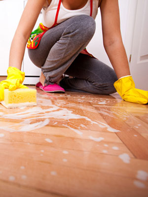Cleaning tips 8 common cleaning mistakes to avoid at for Floor someone