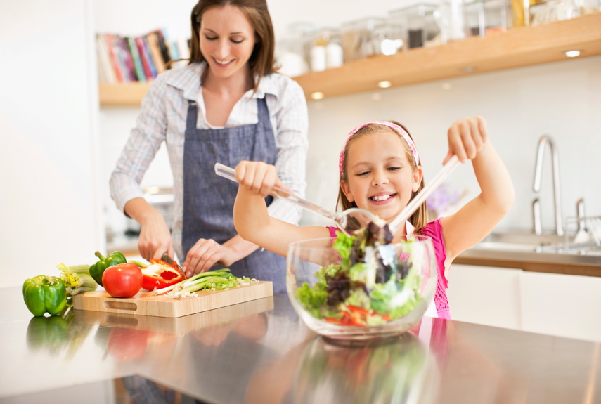 54eb9a63ade49   1 mother daughter making salad kitchen xl
