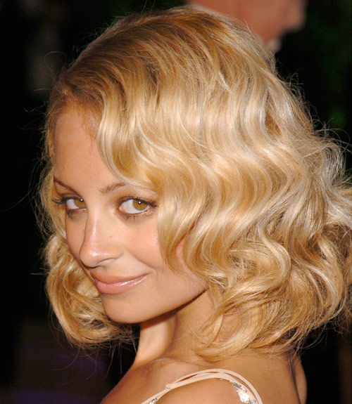 12 Curly Hairstyles , Cuts And Ideas For Women