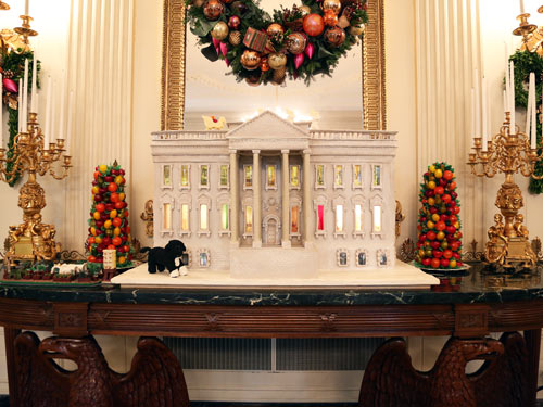 White house christmas decorations inside the white house for Inside xmas decorations