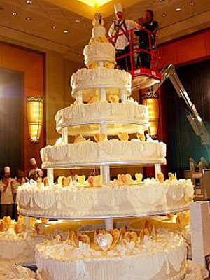 over the top wedding cakes wedding cakes photos check out these creative wedding 18098